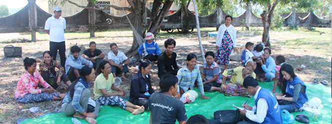 CCHR's Land Reform Project team interviewed land conflict community